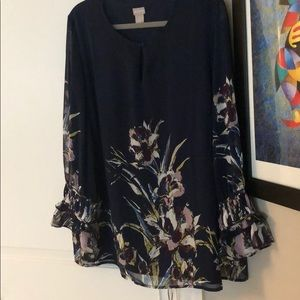 Beautiful navy floral print blouse by Chico's, sz3